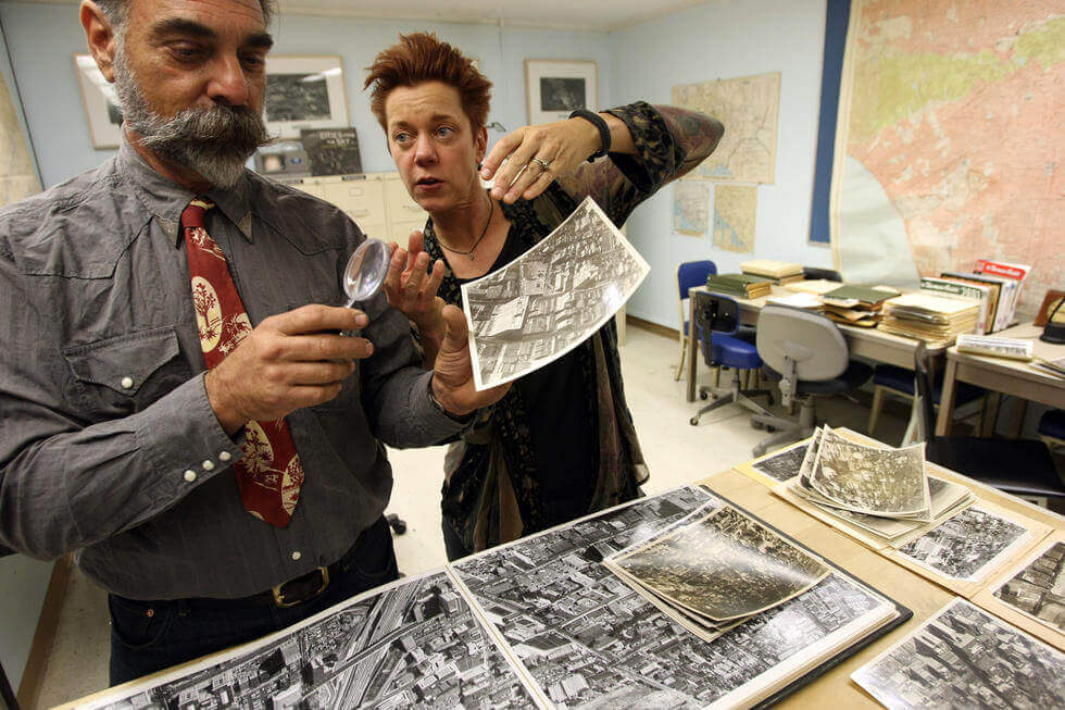 Dydia DeLyser and Paul Greenstein debunk the myth of the 1923 Packard neon sign at the LAVA Sunday Salon, July 2013